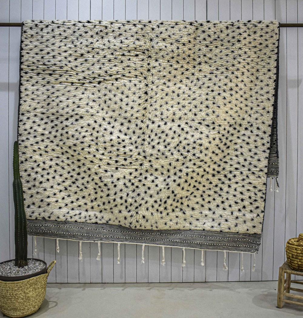 Beni Ouarain rug with black dots