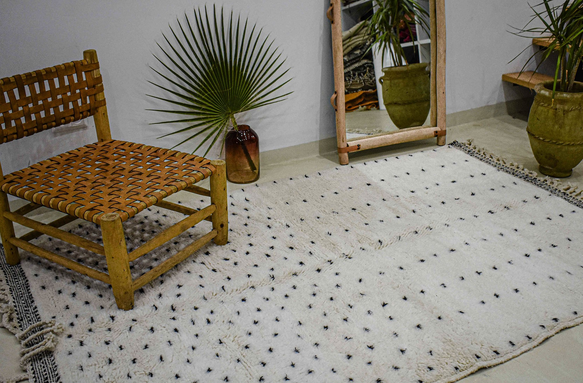 Beni Ouarain rug with black dots half and half