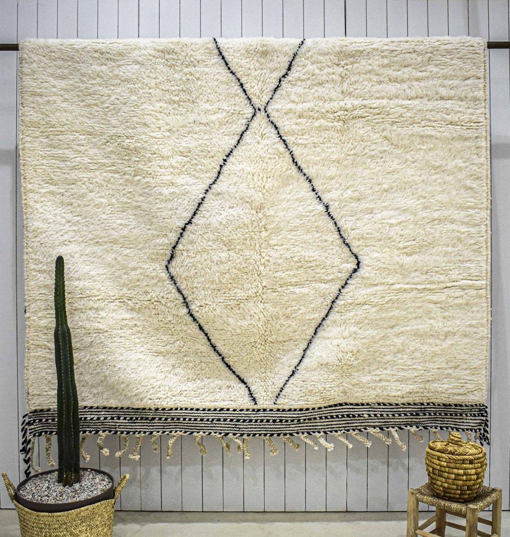 Beni Ouarain diamond center rug