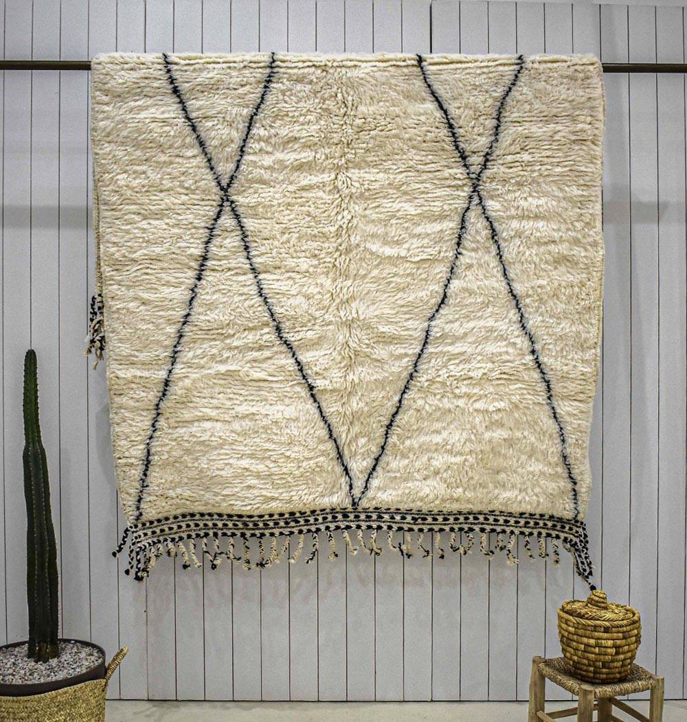Beni Ouarain stretched diamond rug