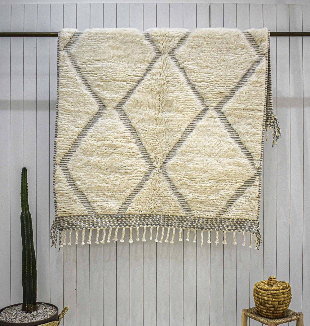 Beni Ouarain Embossed beige and gray rug