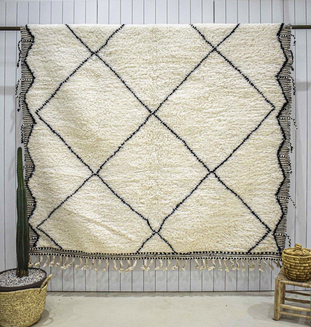 Beni Ouarain carpet embroidered sides black and white