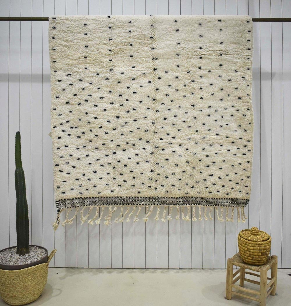 Beni Ouarain rug with black dots half and half