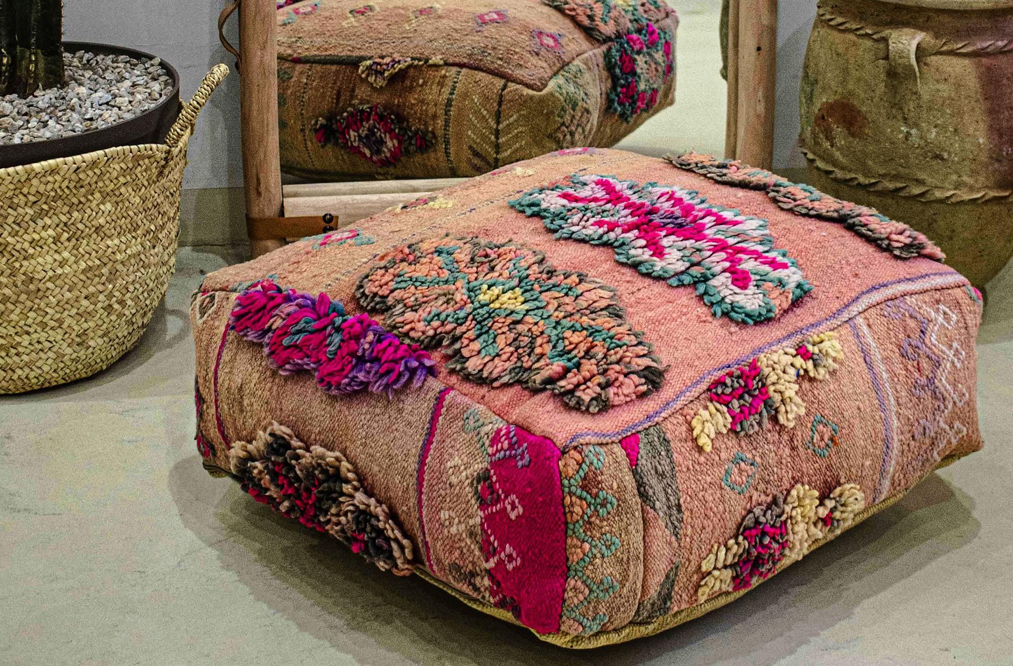 Pouf Vintage carré Motifs en laine sur tissage à ras
