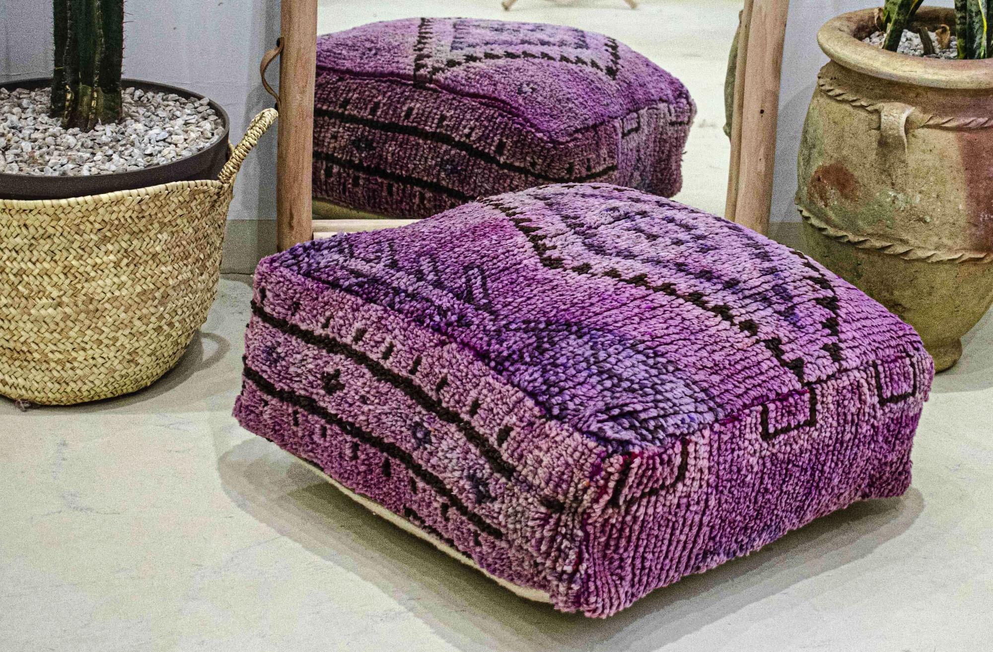 Pouf Vintage carré en laine épaisse rase aspect velours Glamour