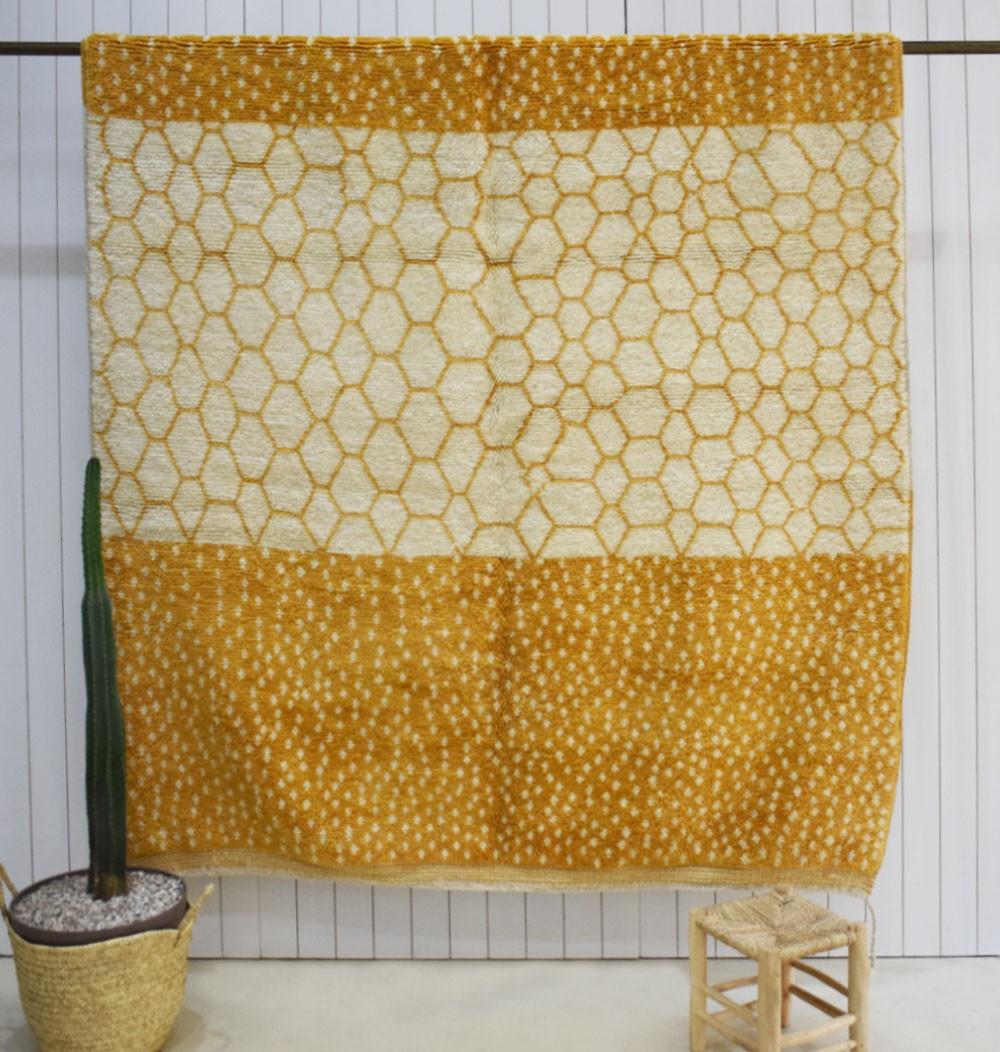 Mrirt Ruche and polka dots rug