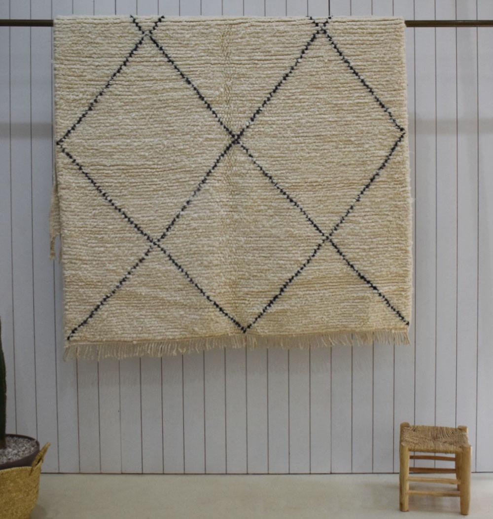 Benouarain stretched diamond rug