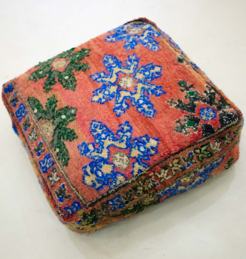 Vintage square pouf in thick wool with Berber patterns