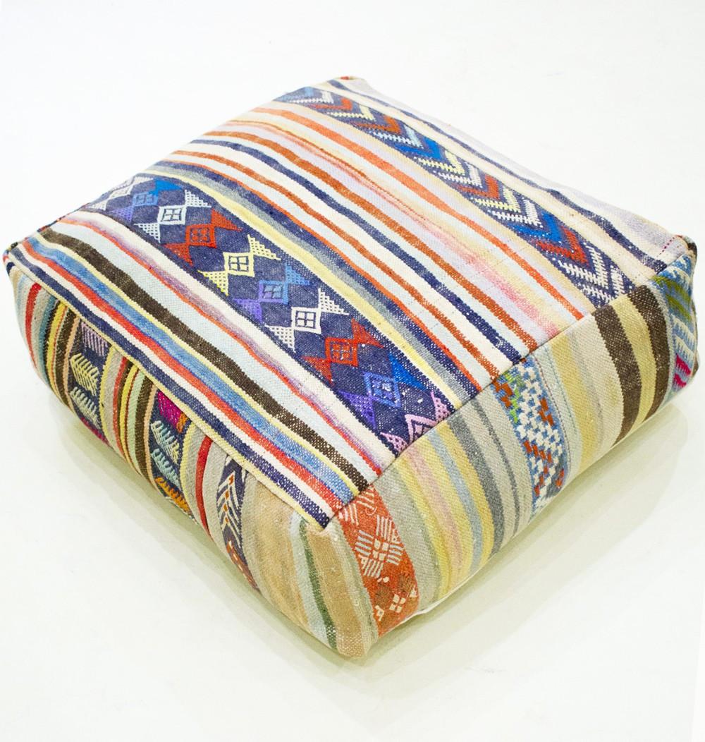 Pouf Vintage carré en coton de laine et broderies