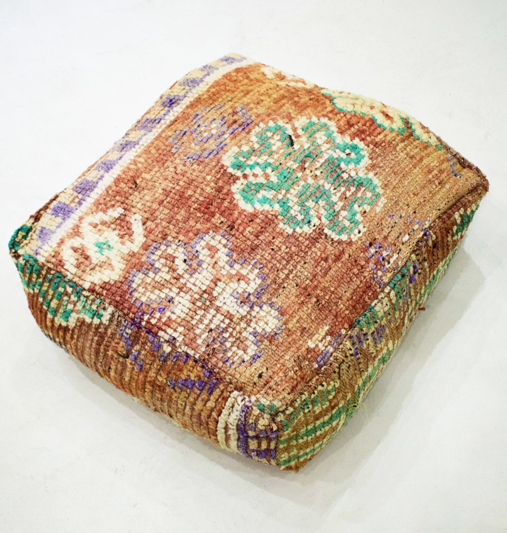 Vintage square pouf in shaved and thick wool Berber patterns