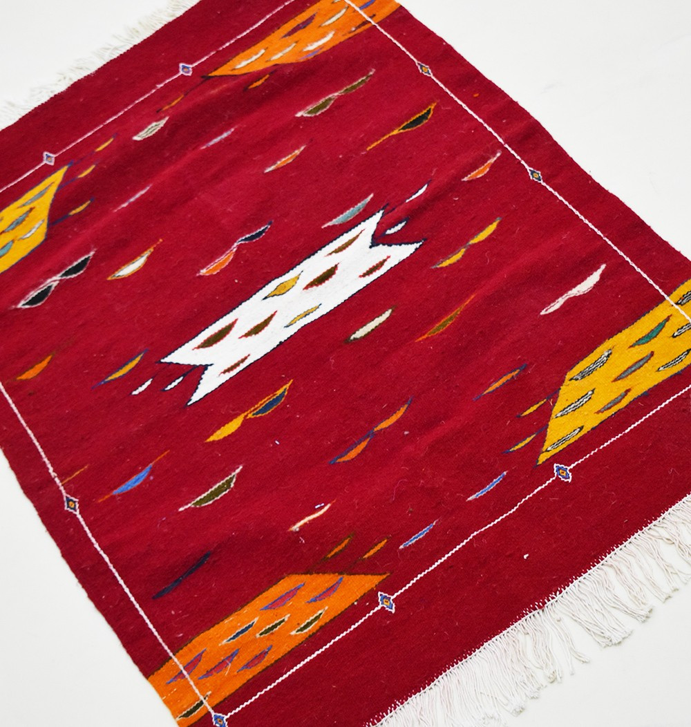 Kilim carpet Papillottes red background