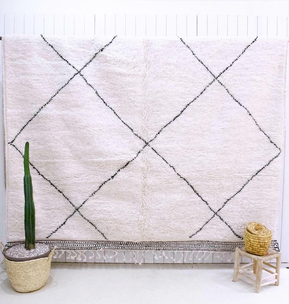 Large tricolor Beniouarain rug