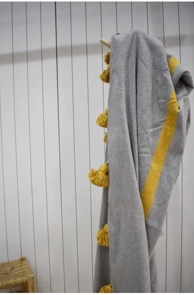 Plaid in light gray and beige, beige tassel finish