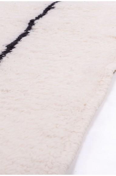 Beni Ouarain white rug and black triangles