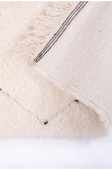 Beni Ouarain rug irregular outline patterns
