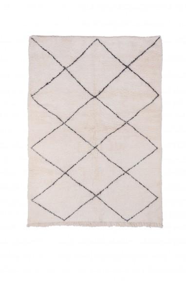 Beni Ouarain carpet 9 complete diamonds thick outline black