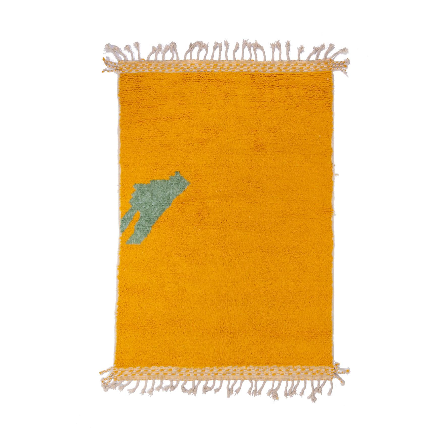 Beni Ouarain carpet yellow background