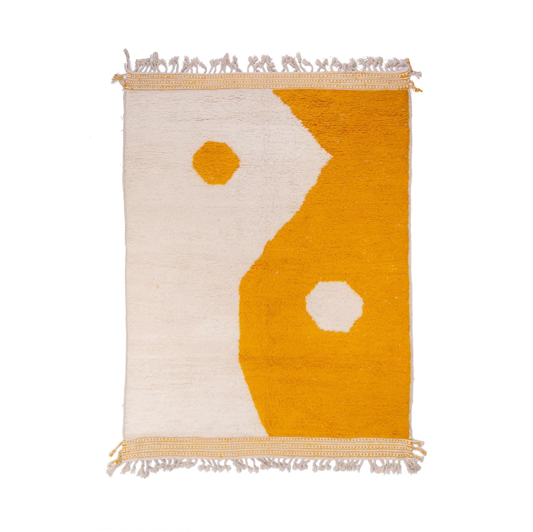 Tapis Beni Ouarain façon Ying et Yang en jaune et blanc