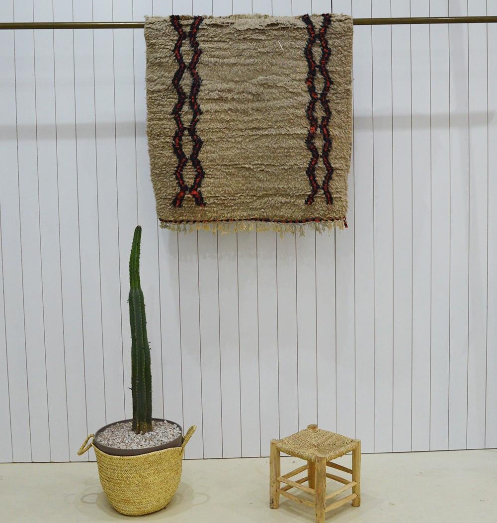 Beige / ecru Azilal rug and open diamond friezes