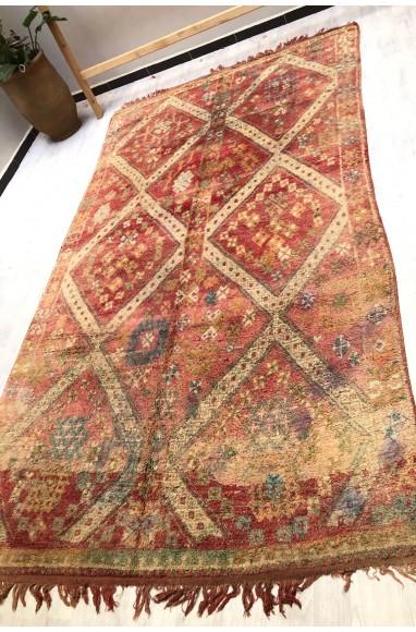 Vintage rug 8 diamonds surrounded by a polka dot border