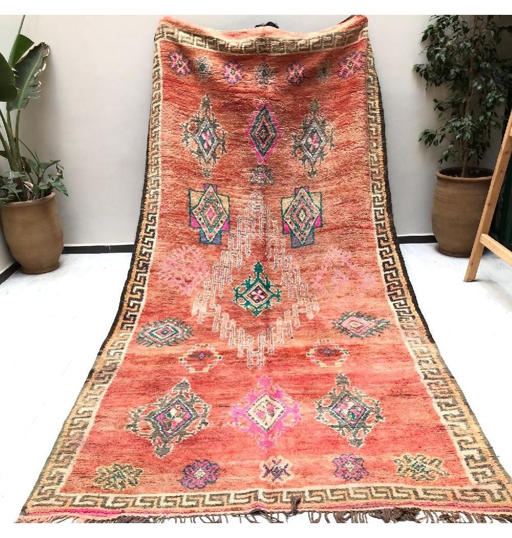 Vintage rug in outline antique roman pattern