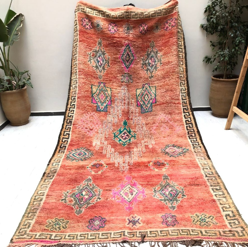 Vintage rug in outline antique roman pattern