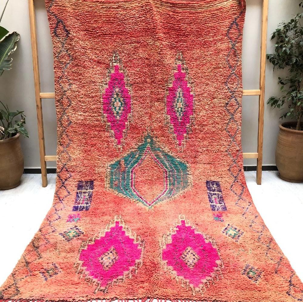 Vintage rug shades of pink, side friezes