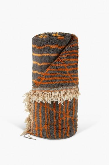 Tapis berbère en laine noir cuivré