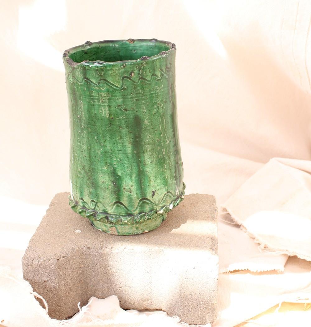 Vase tamgeroute droit vert émaillé