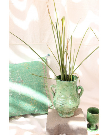 Vase tamgeroute à anses vert