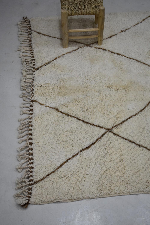 Beni Ouarain Berber Carpet In White Wool And Black Diamonds