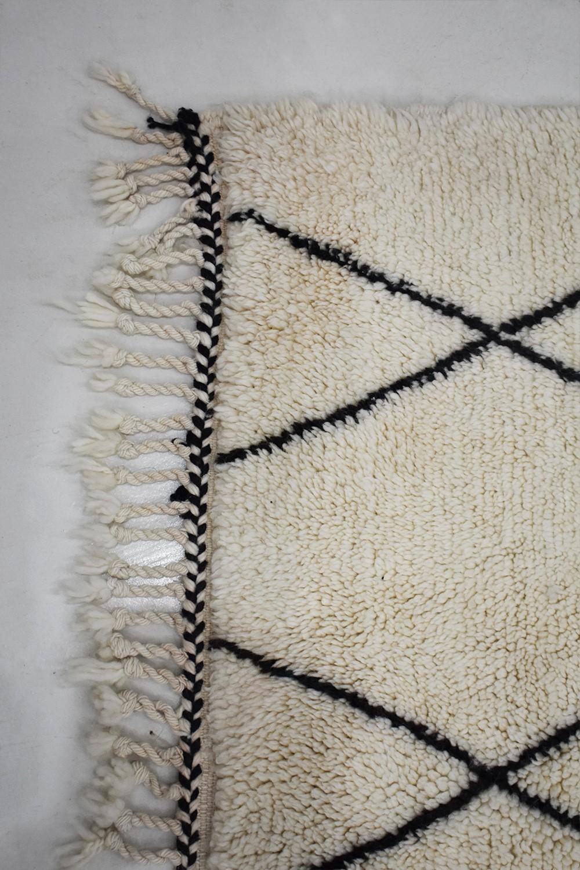 Small Berber Carpet In White Wool And Black Diamonds