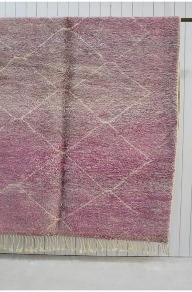 Tapis Mrirt fond rosé, violet losanges écru