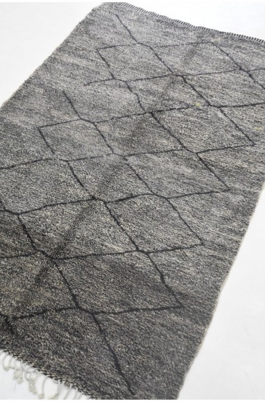 Mrirt carpet gray background and outline of black diamonds