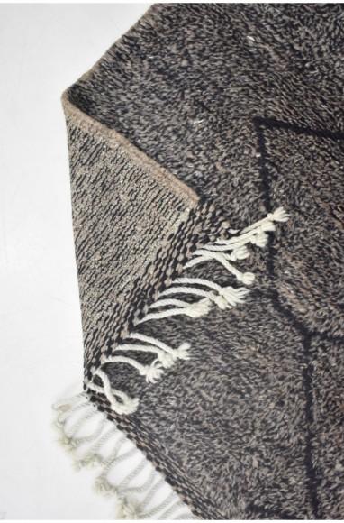 Tapis Mrirt fond gris et contour de losanges noirs