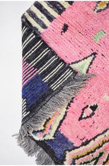 Tapis berbère allure ethnique rose, bleu marine et jaune