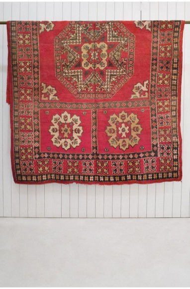 Tapis berbère vintage motifs incrustés