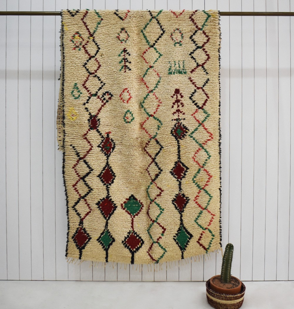 Berber carpet with diamond borders