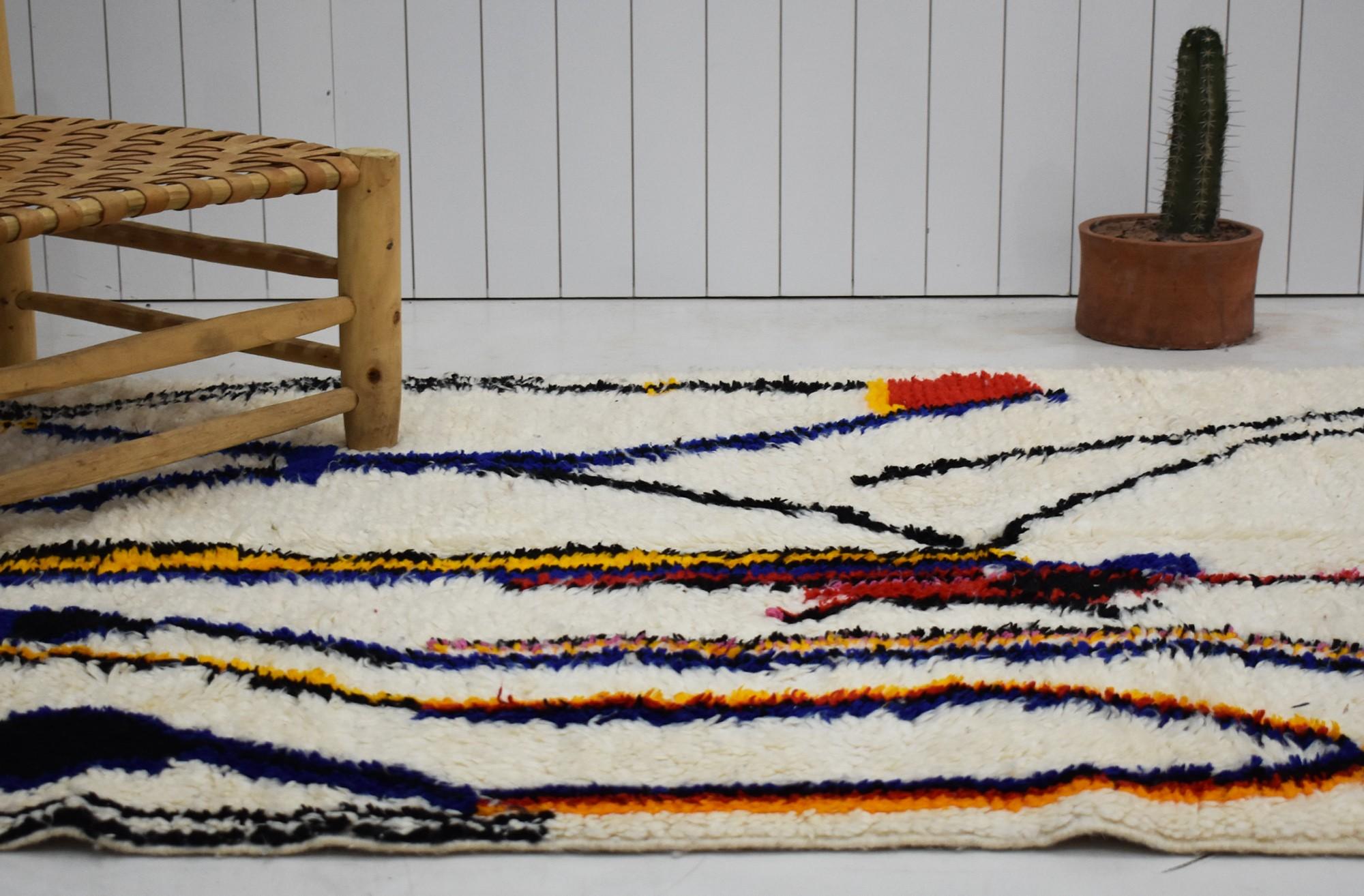 Tapis berbère Azilal beige orange bleu et noir
