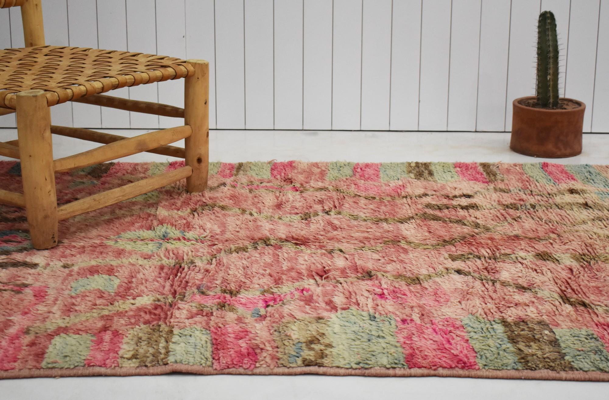 Tapis berbère aspect vieilli tons de rose et vert