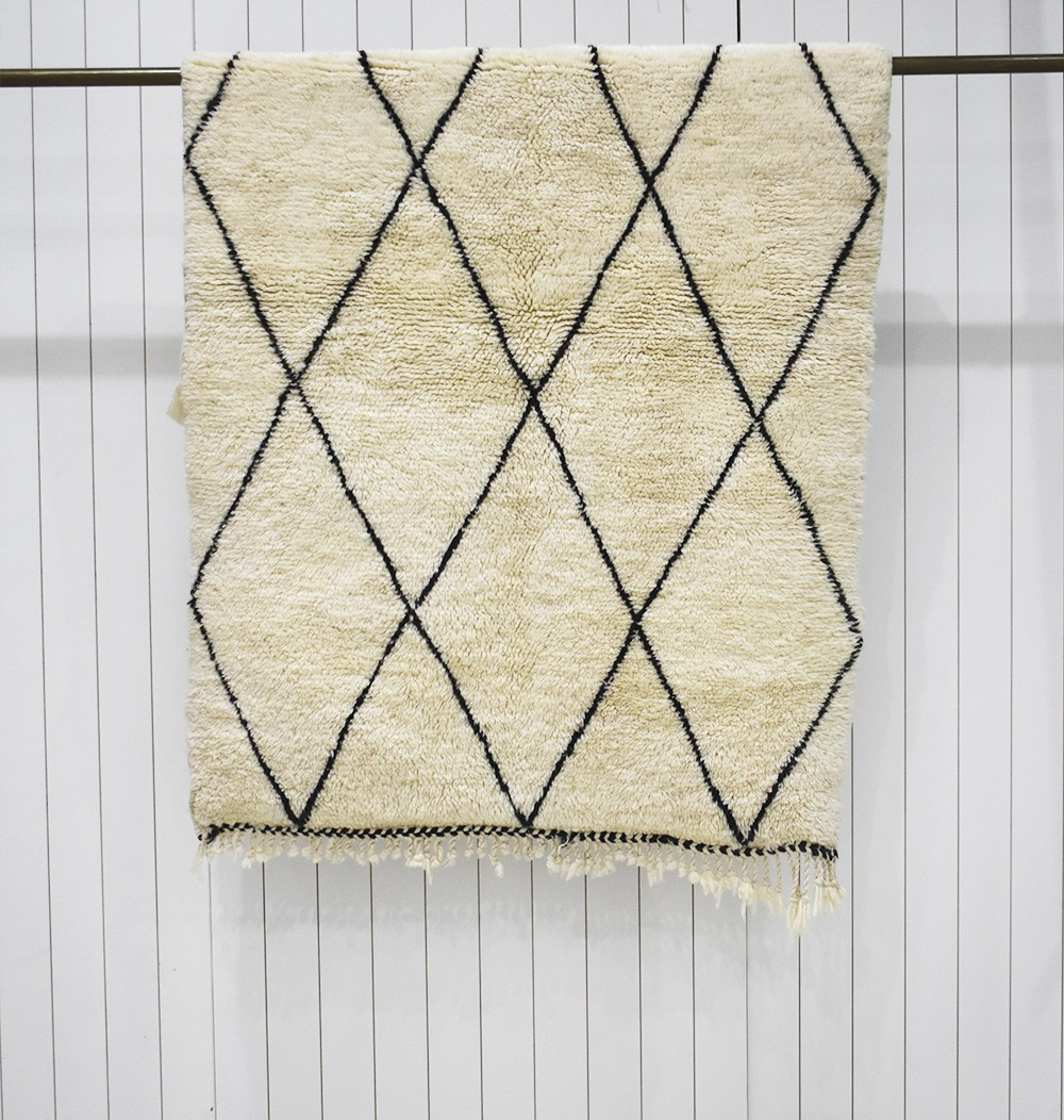 Mrirt white and black rug tight diamonds