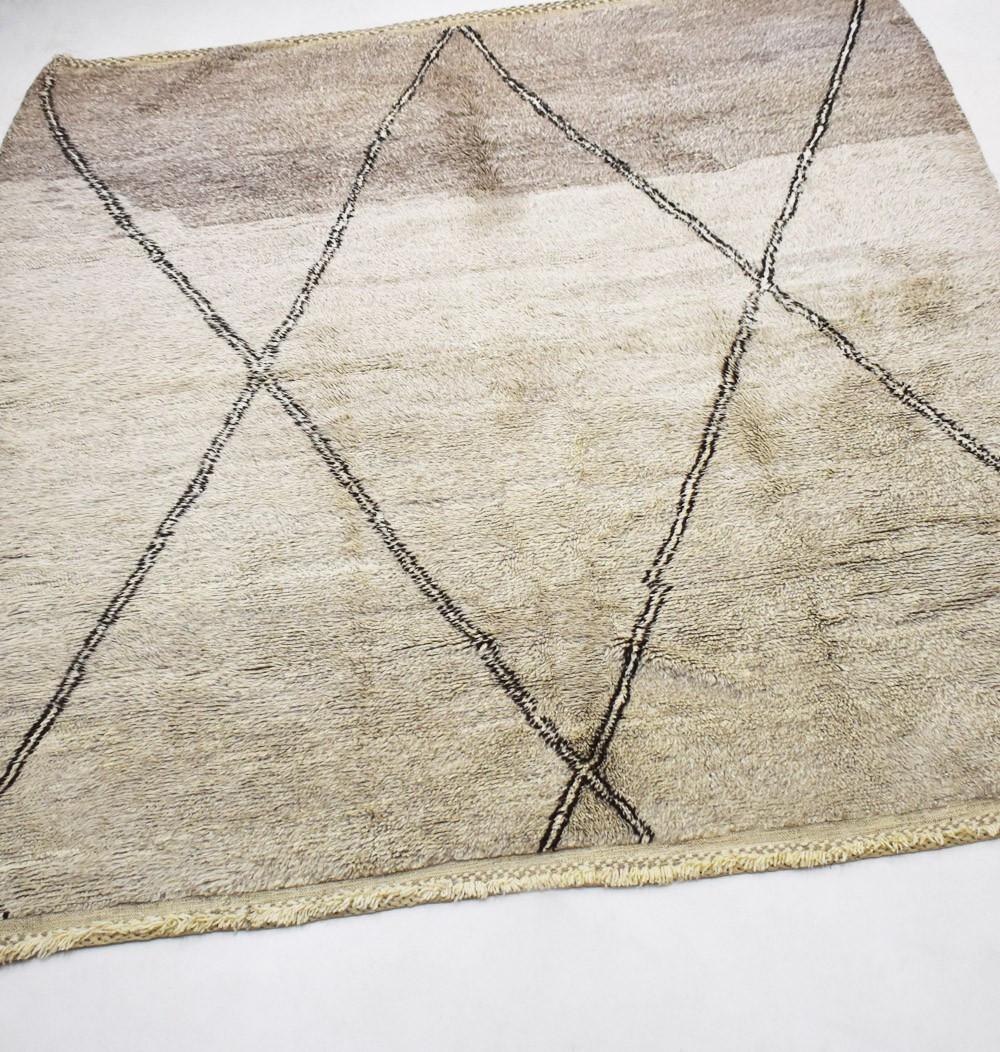 Petit tapis berbère gris beige, tracé de losanges
