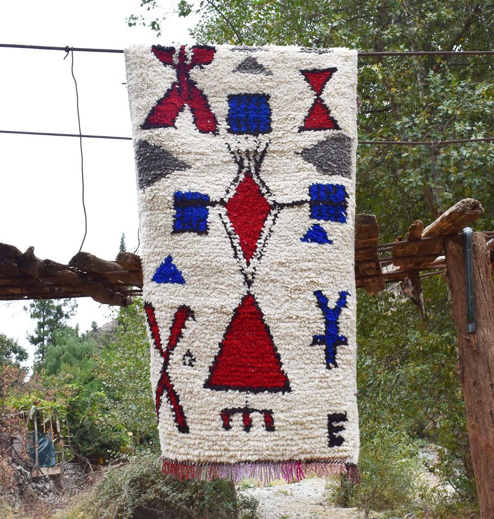Berber carpet red triangle