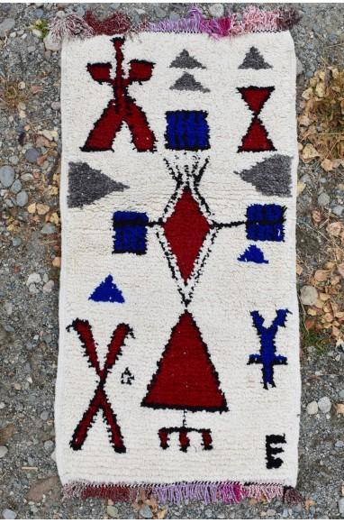 Tapis berbère triangle rouge