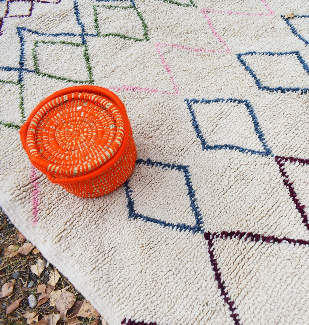 Berber carpet weft of colored diamonds