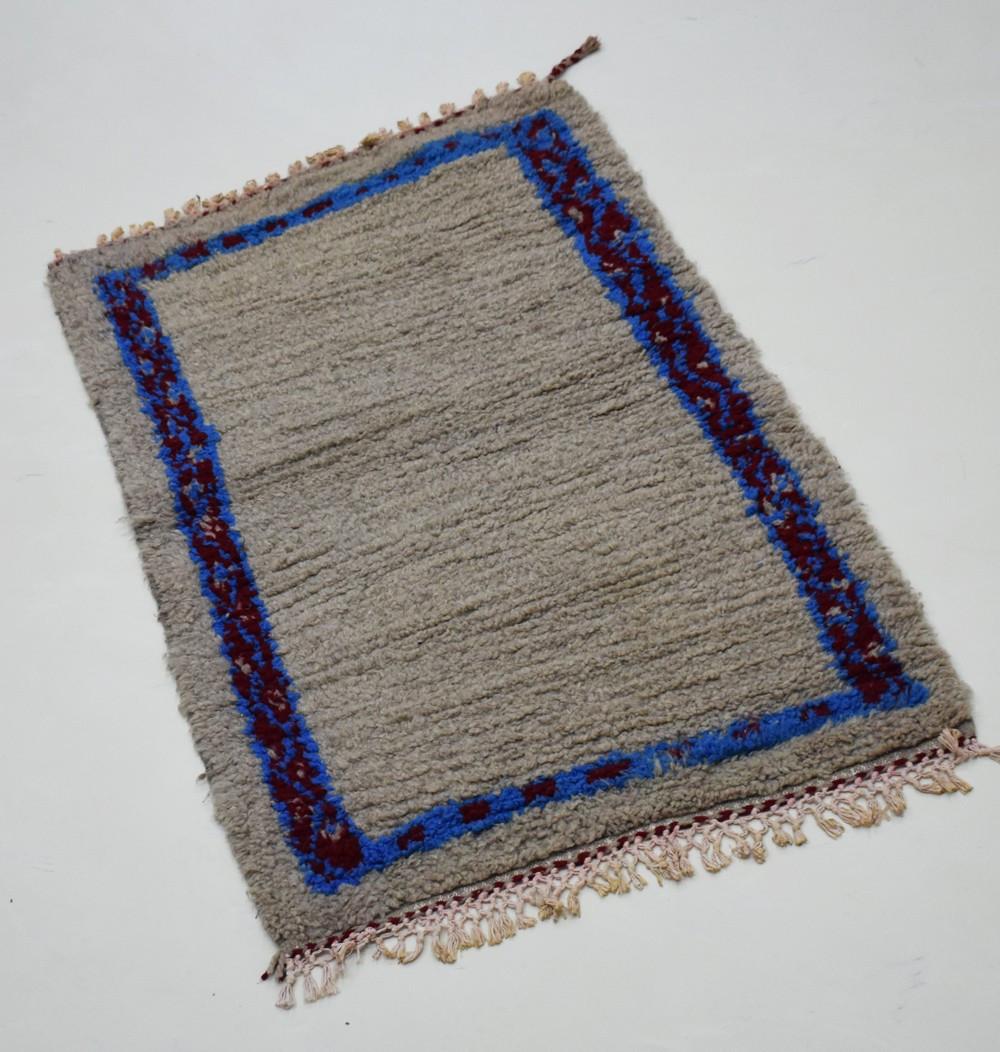 Petit tapis berbère cadre bleu