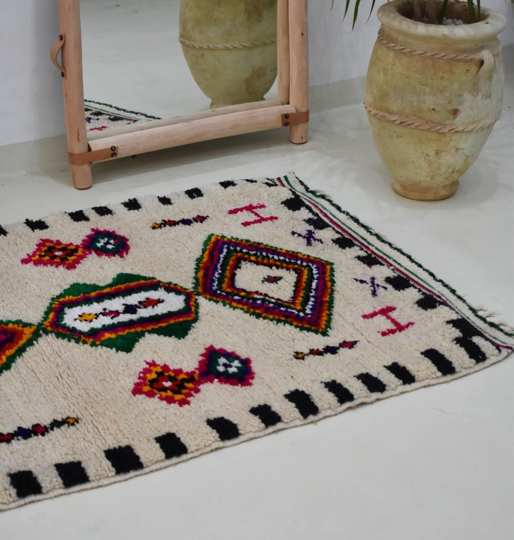 Petit tapis berbère abstrait