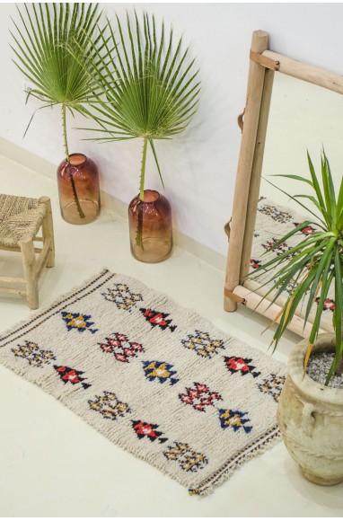 Petit tapis berbère aux motifs berbères abstraits