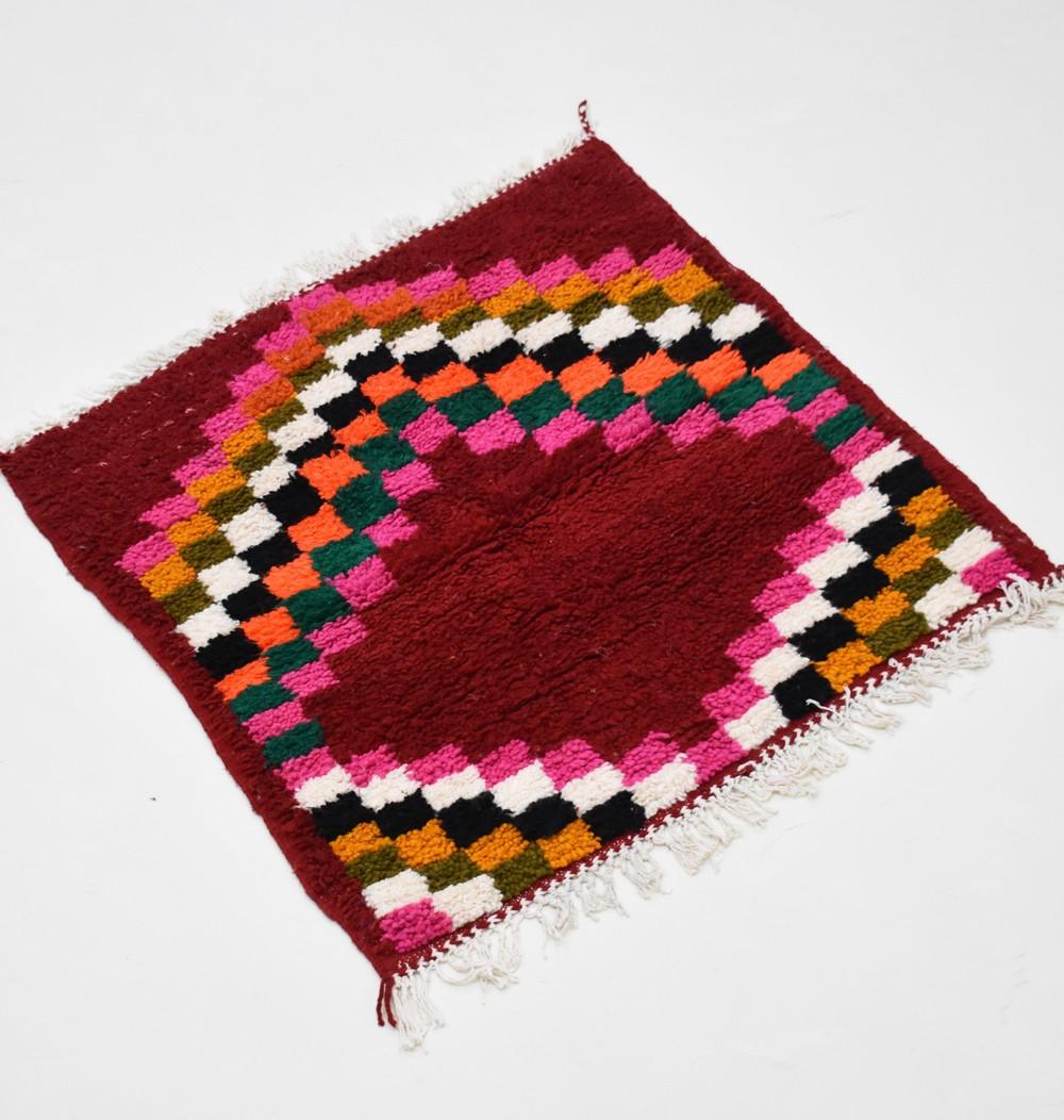 Petit tapis berbère carrré
