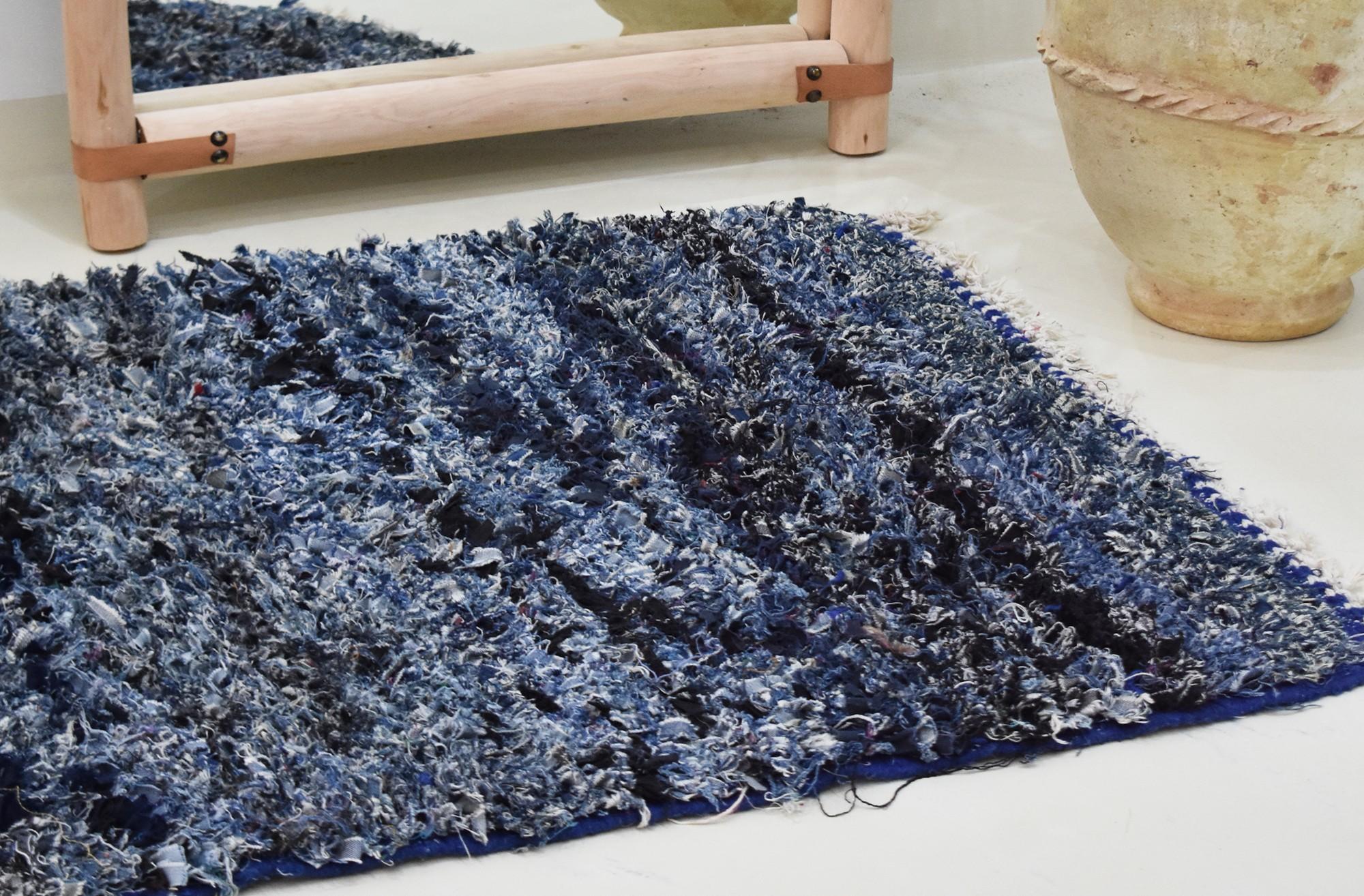 Tapis berbère boucherouite en jean bleu